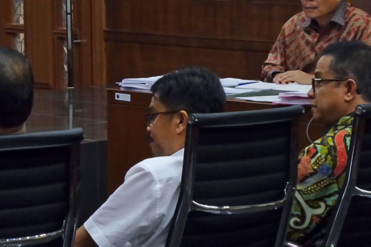 Adik Gamawan Fauzi, Azmin Aulia dan pengusaha Afdal Noverman, bersaksi dalam sidang kasus e-KTP di Pengadilan Tipikor Jakarta, Kamis (18/5/2017).