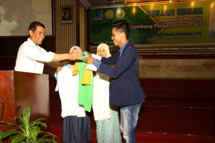 Menteri Pertanian, Andi Amran Sulaiman, menyampaikan kuliah umum di Universitas Jember, Jawa Timur, Rabu (23/5/2018)