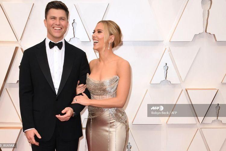 Pasangan artis peran Scarlett Johansson dan Colin Jost menghadiri perhelatan Academy Awards ke-92 di Dolby Theatre di Hollywood pada 9 Februari 2020. Mereka mengumumkan pernikahan pada 29 Oktober 2020.