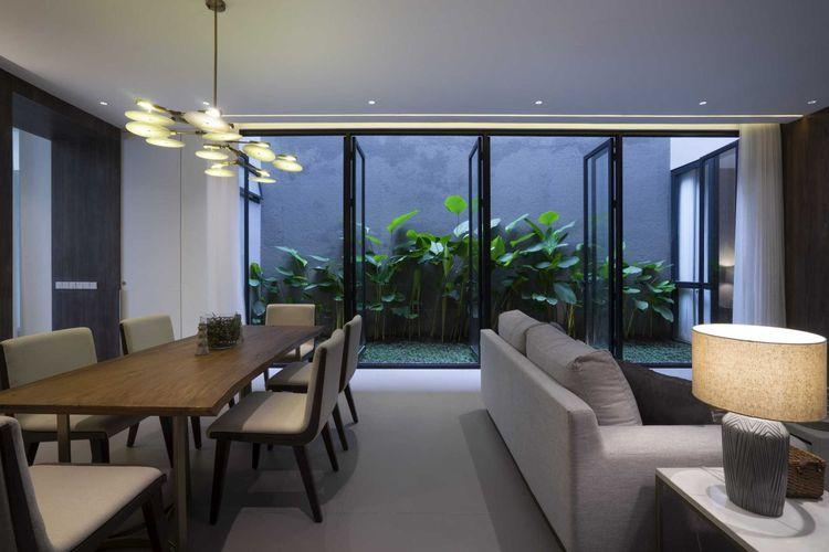 Ruang makan yang terang benderang karya Simple Projects Architecture