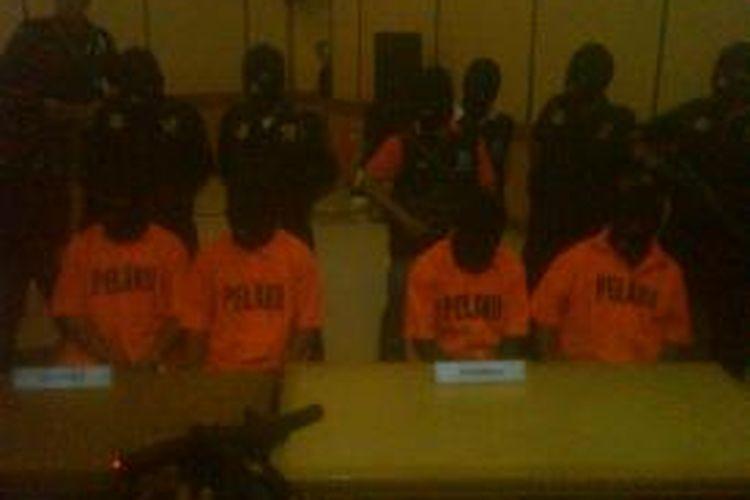 Para pelaku penyelundupan shabu yang ditangkap di Bandara Husein Sastranegara International, Bandung, Jawa Barat