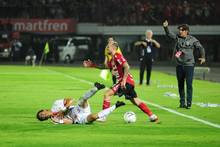 Aksi gelandang serang Bali United, Paulo Sergio, saat melawan Persija Jakarta pada pertandingan Liga 1 di Stadion Kapten I Wayan Dipta, Bali, Jumat (31/5/2019).