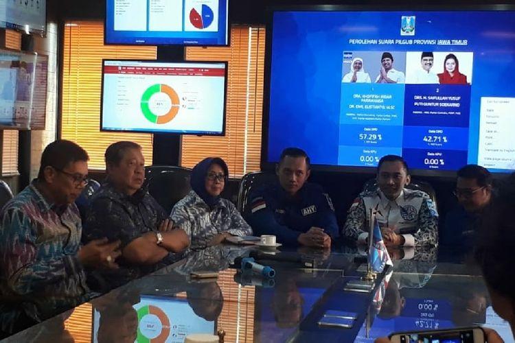 Ketua Umum Partai Demokrat Susilo Bambang Yudhoyono memantau hasil quick count Pilkada di DPP Demokrat, Rabu (27/6/2018).