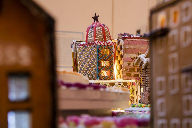 Bangunan kue jahe karya Cove Burges.