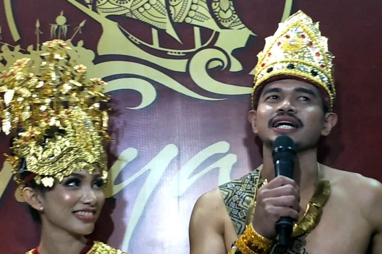 Bambang Pamungkas dan istrinya Tribuana Tunggal Dewi saat ditemui usai pementasan teater Genta Sriwijaya di Taman Ismail Marzuki, Cikini, Jakarta Pusat, Selasa (20/11/2018).