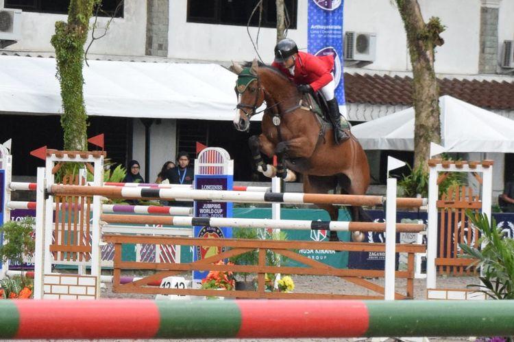 Di ronde awal dua rider Steven Menayang dengan kuda Babriola dan Ferry Wahy Hadiyanto dengan kuda Granadine tampil sempurn