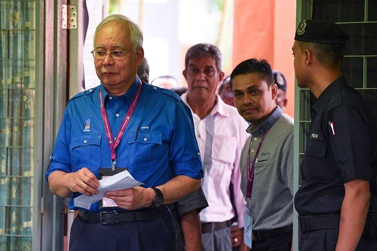 PM Najib Razak memberikan suara dalam pemilu Malaysia, Rabu (9/5/2018).
