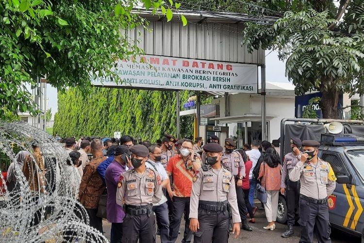 Suasana di Pengadilan Negeri (PN) Jakarta Timur menjelang sidang Rizieq Shihab, Rabu (7/4/2021).