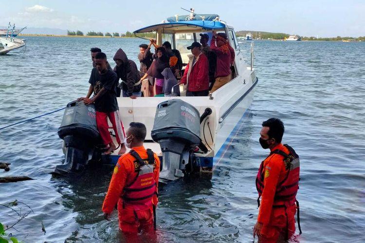Suasana evakuasi 9 orang terjebak di Gili Kondo