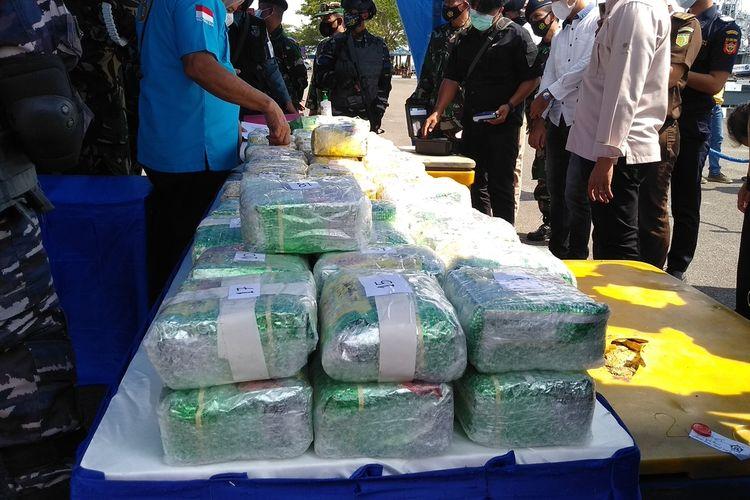 Lebih dari 110 kg sabu-sabu dan ekstasi diamankan oleh tim patroli Gabungan TNI AL di perairan Muara Sungai Asahan dari KH dan HS.
