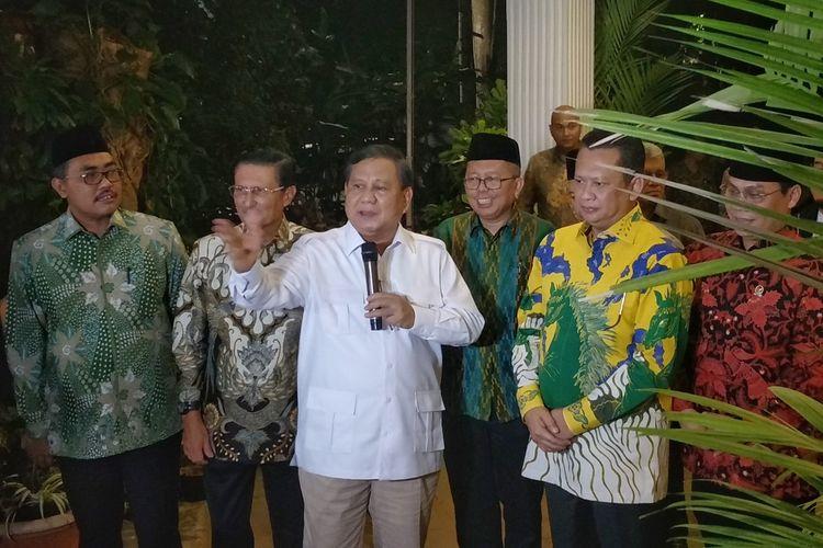 Ketua Umum Partai Gerindra Prabowo Subianto saat memberikan keterangan seusai bertemu sembilan Pimpinan MPR di kediamannya, Jalan Kertanegara, Jakarta Selatan, Jumat (11/10/2019).
