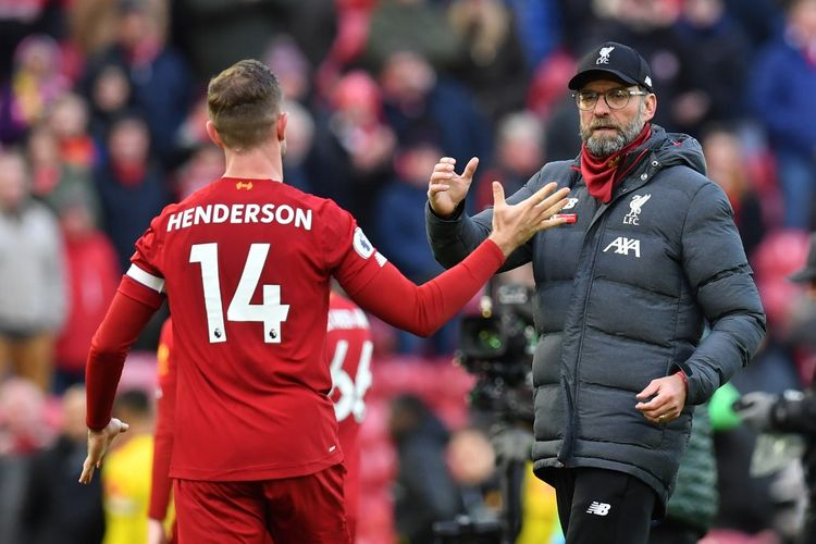 Liverpools German manager Jurgen Klopp (R) gestures with Liverpools English midfielder Jordan Henderson at the final whistle during the English Premier League football match between Liverpool and Watford at Anfield in Liverpool, north west England on December 14, 2019. (Photo by Paul ELLIS / AFP) / RESTRICTED TO EDITORIAL USE. No use with unauthorized audio, video, data, fixture lists, club/league logos or live services. Online in-match use limited to 120 images. An additional 40 images may be used in extra time. No video emulation. Social media in-match use limited to 120 images. An additional 40 images may be used in extra time. No use in betting publications, games or single club/league/player publications. /