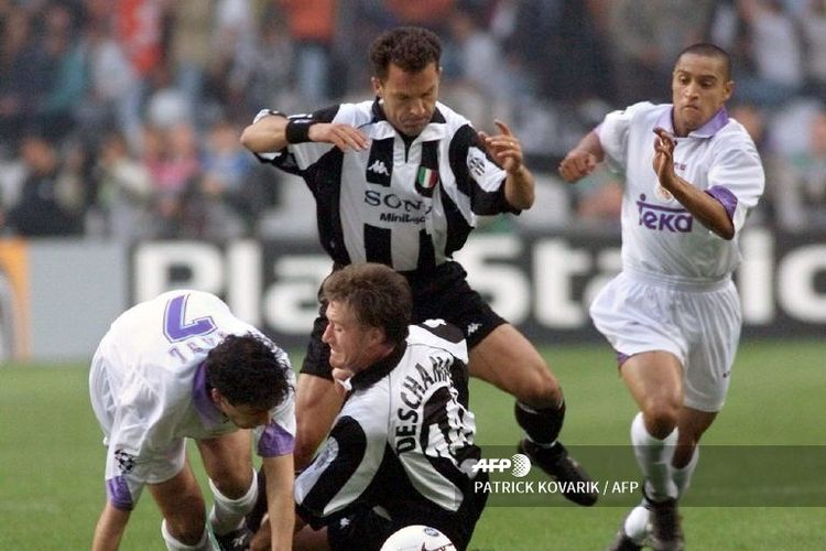 Roberto Carlos saat tampil di final Liga Champions kontra Juventus, 20 Mei 1998.