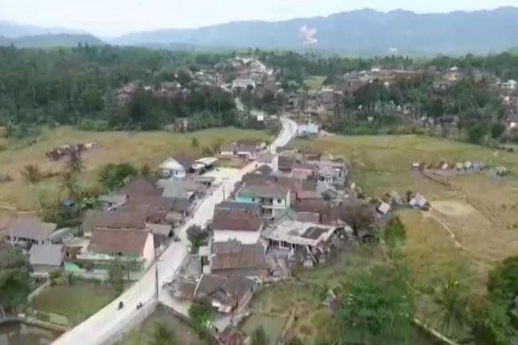 Nampak dari atas Ruas Jalan Cipanas-Warung di Kabupaten Lebak, Banten yang sudah dibangun
