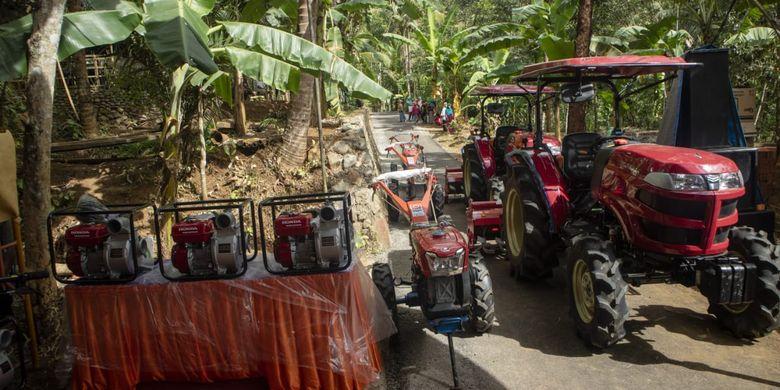 Kementerian Pertanian (Kementan) menyerahkan alsintan berupa Traktor Roda Dua 20 unit, Cultivator 5 unit, dan Power Thresher Multiguna 5 unit ke petani Jembrana, Bali.
