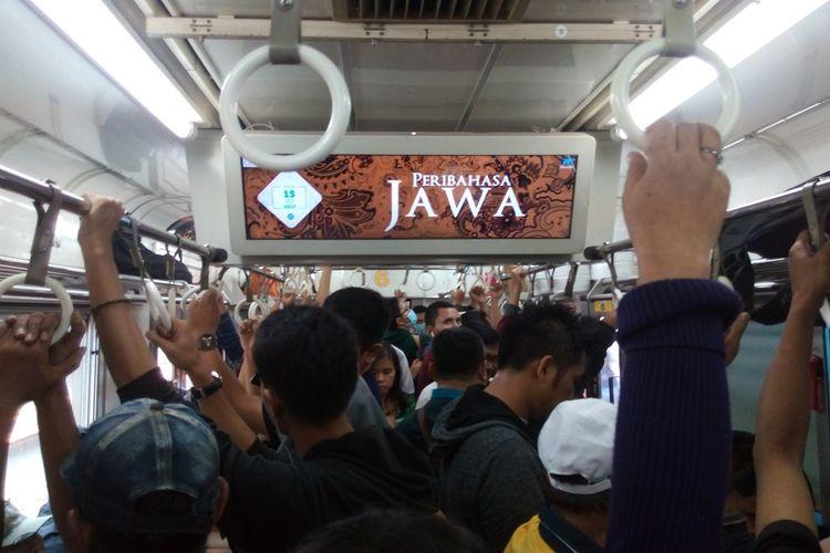 Tayangan dari MacroAd Linikini yang bisa dinikmati para penumpang KRL di Jabodetabek