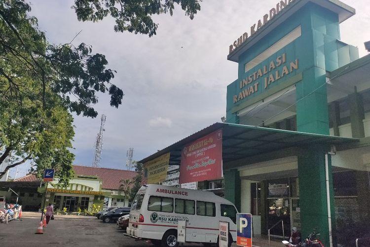 Ambulans disiagakan RSUD Kardinah Kota Tegal sebagai rumah sakit rujukan untuk menangani pasien corona, Rabu (8/4/2020)