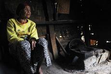 Tinggal di Gubuk Sendiri, Nenek 100 Tahun Ini Kelaparan