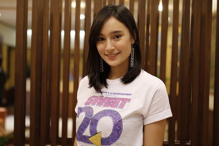 Tatjana Saphira berpose usai mengunjungi redaksi Kompas.com di Gedung Kompas Gramedia, Jakarta, Selasa (13/6/2017). Ia tengah mempromosikan film Sweet 20 yang dibintanginya dan dijadwalkan tayang serentak di gedung bioskop Tanah Air mulai 25 Juni mendatang.