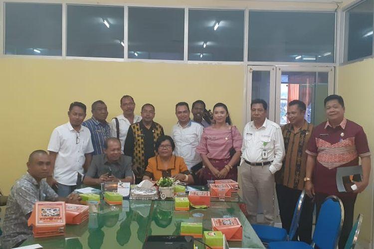 Sejumlah anggota Komisi II DPRD Kabupaten Belu, Nusa Tenggara Timur (NTT), mendatangi Dinas Koperasi dan Nakertrans NTT, Kamis, (9/1/2020).