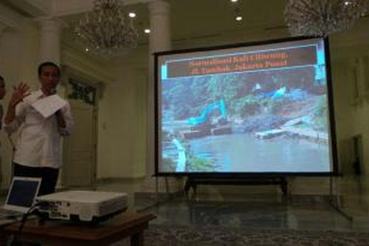 Gubernur DKI Jakarta Joko Widodo memaparkan program antisipasi banjir di Jakarta di Balaikota, Rabu (9/10/2013).