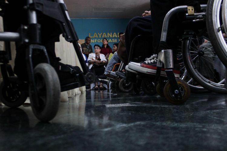 Para peserta Mudik Ramah Anak dan Disabilitas (MRAD) menghadiri konfrensi pers di Gedung Cipta Kementerian Perhubungan, Gambir, Jakarta Pusat, Jumat (20/12/2019). MRAD bertujuan untuk memberi kesempatan sama kepada penyandang disabilitas bisa mudik menggunakan transportasi umum.