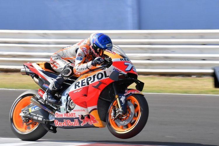 Aksi pebalap Repsol Honda, Alex Marquez, pada sesi kualifikasi MotoGP Emilia Romagna di Sirkuit Misano pada 19 September 2020.