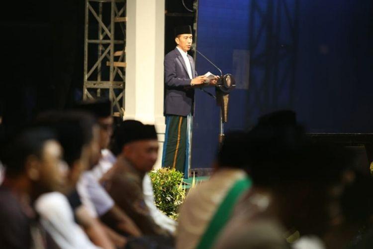 Presiden Joko Widodo saat berpidato dalam puncak peringatan Hari Santri Nasional di Lapangan Gasibu, Kota Bandung, Jawa Barat, Jalan Diponegoro, Minggu (21/10/2018).