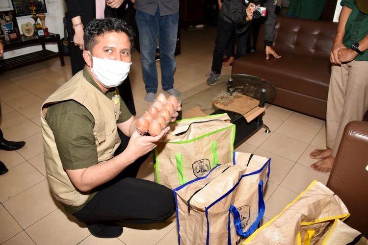 Tak bisa mudik akibat pandemi Covid-19, mahasiswa perantau di Kota Malang terima bantuan paket sembako dari Pemprpv Jatim.