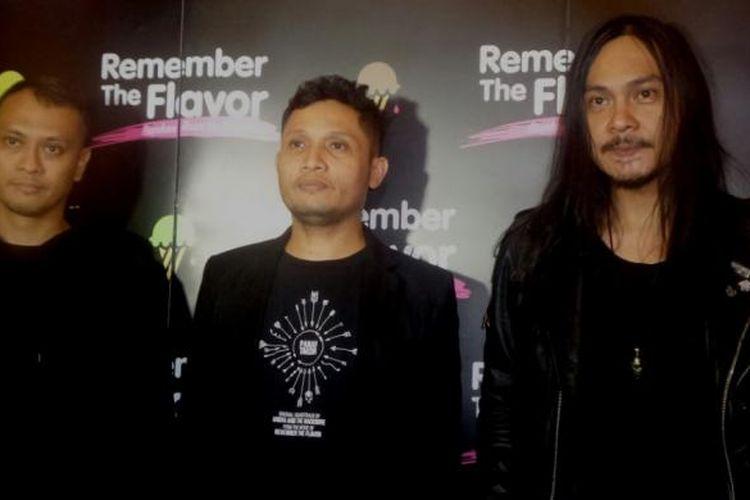 Andra and The Backbone diabadikan usai konferensi pers film Remember the Flavor di XXI Djakarta Theatre, Jakarta Pusat, Rabu (82/2017).