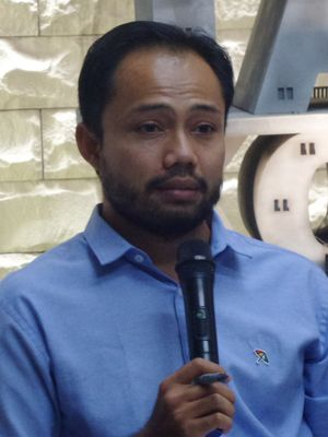 Koordinator Divisi Korupsi Politik ICW Donal Fariz di sekretariat ICW, Jakarta, Kamis (11/1/2018).