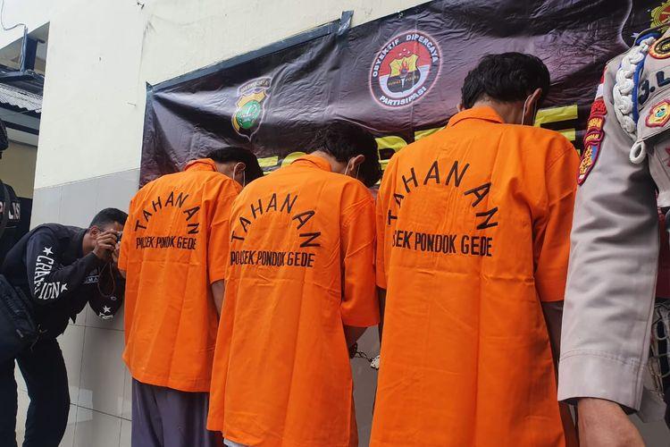Mahasiswa yang simpan sabu di kotak amal di Kampung Rawa Bebek,  Kota Baru, Bekasi, Selasa (4/2/2020).