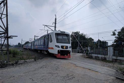 Beralih dari KRL, Ratusan Orang Berangkat Kerja Pakai Kereta Bandara dari Stasiun Batu Ceper