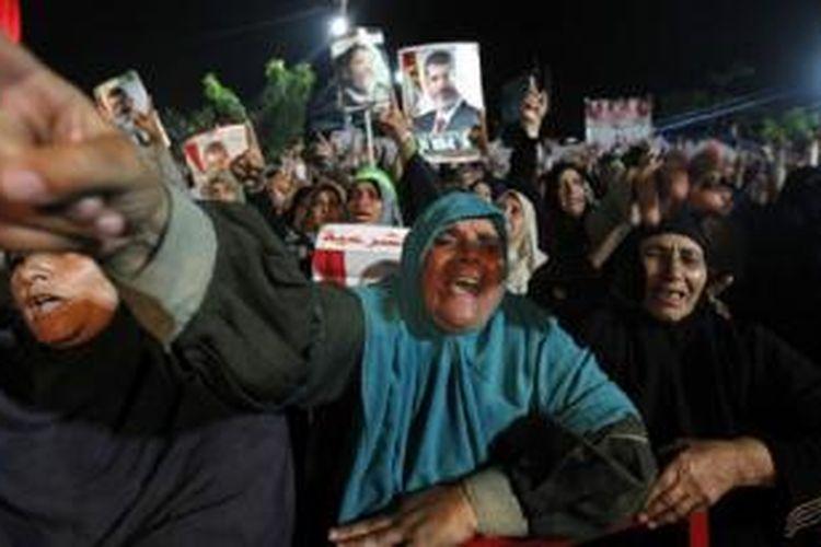 Pendukung Mursi mendesak agar Mursi ditetapkan kembali sebagai presiden Mesir