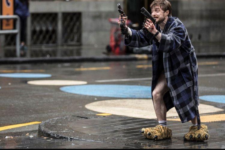 Daniel Radcliffe dalam film Guns Akimbo.