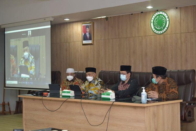 Presiden Partai Keadilan Sejahtera (PKS) Ahmad Syaikhu (kedua dari kiri) dalam kunjungan pengurus PKS ke kantor Majelis Ulama Indonesia, Rabu (28/4/2021).
