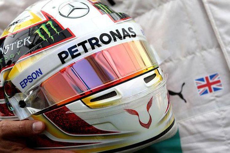 Helm Lewis Hamilton.