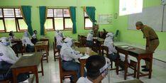 Ganjar Ingatkan Para Guru Berikan Contoh Disiplin Terapkan Prokes