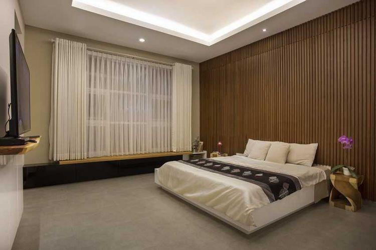 Kamar tidur dengan sentuhan kayu karya Erwin Kusuma