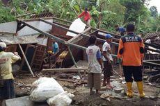 Hujan Lebat di Pacitan, Tanah Longsor Tutup Jalan dan Timbun Rumah