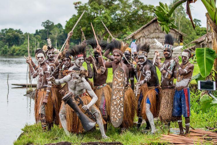 Suku Asmat di Papua DOK. Shutterstock/Gudkov Andrey