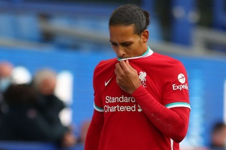 Reaksi Virgil van Dijk pada laga Everton vs Liverpool, Sabtu (17/10/2020).