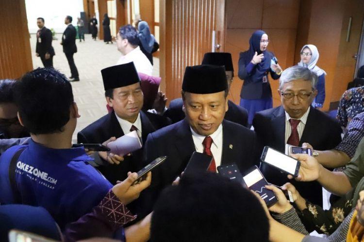 Menristekdikti Mohamad Nasir usai melantik 2 pejabat baru pimpinan PTN untuk periode 2018-2022 di Gedung Kemenristekdikti, Jakarta (18/9/2018).