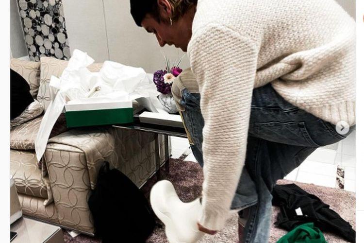 Justin Bieber Pakai Sepatu Bot Bottega Veneta