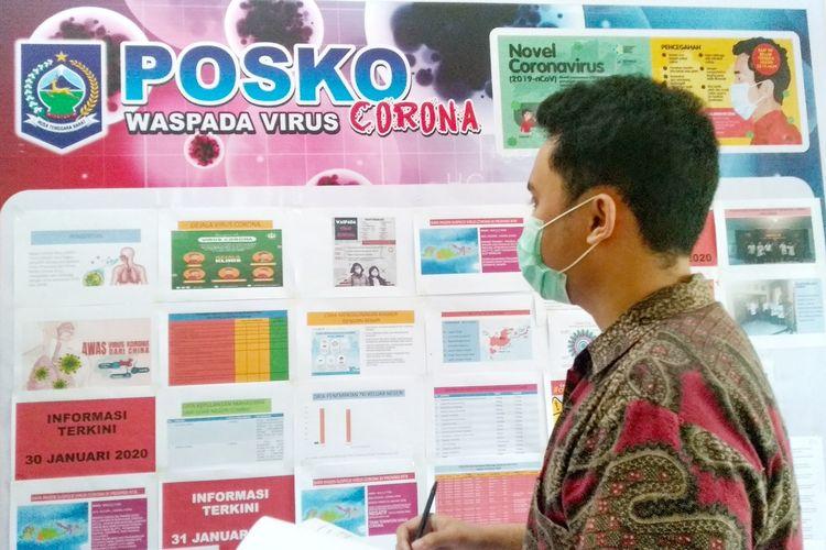 Petugas di Posko Waspada Virus Corona NTB.