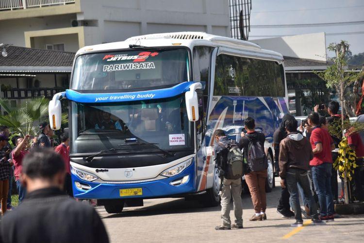 Warga antusias menyaksikan lomba telolet yang digelar Paguyuban Pelaku Wisata (PPW)   Jawa Tengah di The Wujil Resort & Conventions,  Jl. Soekarno-Hatta km 25,5 Ungaran, Wujil, Bergas,   Semarang, Rabu (12/7/2017).
