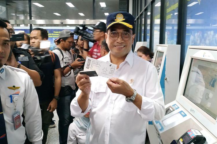 Menteri Perhubungan (Menhub) Budi Karya Sumadi melepas secara simbolis perjalanan Kereta Bandara (KA) dari Stasiun Manggarai menuju Bandara Soekarno-Hatta, Sabtu (5/10/2019).