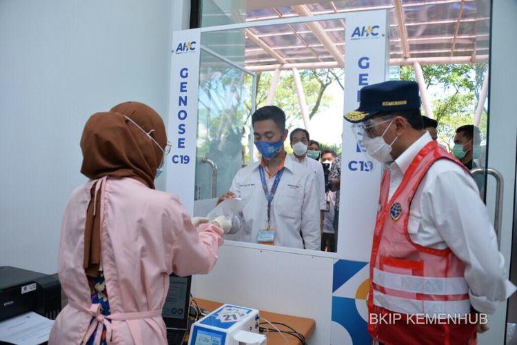 Menteri Perhubungan Budi Karya Sumadi saat meninjau Bandara Blimbingsari Banyuwangi pada Sabtu (24/4/2021).