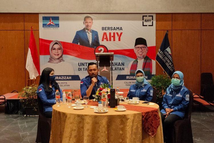 (kiri ke kanan) Annisa Larasati Pohan dan Ketua Umum Partai Demokrat Agus Harimurti Yudhoyono bersama Calon Wali Kota Tangerang Selatan Siti Nur Azizah dan Ketua DPD Demokrat Banten Iti Octavia Jayabaya, Rabu (18/11/2020).