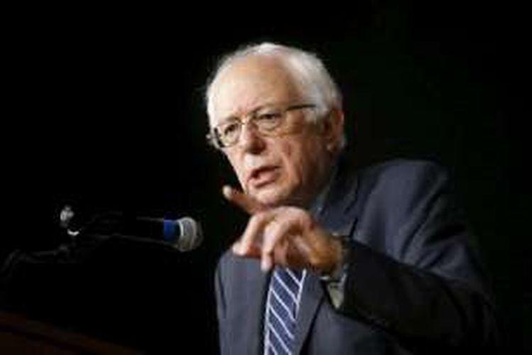 Capres Demokrat Bernie Sanders berpidato di kampanye di Sekolah Roosevelt, Des Moines, Iowa, 28 Januari 2016
